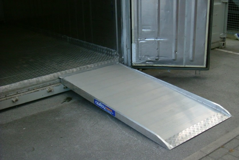 Shipping container ramp 980x735